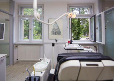 Behandlungszimmer in der Zahnarztpraxis Dr. Ziebarth