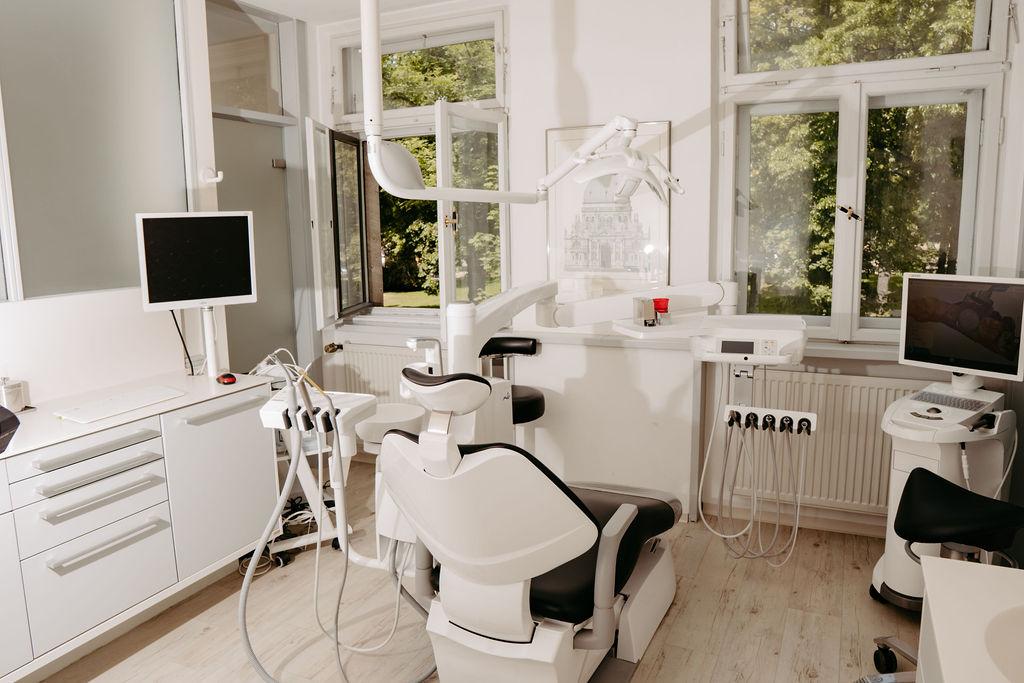 Behandlungszimmer Zahnarzt am Bohlenplatz